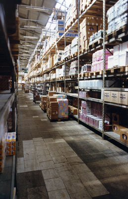 Interno del cash & carry a Gazzada. 2009, Archivio d'impresa.